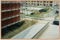 Settembre 1995: lavori fermi in primo piano, quasi ultimati sullo sfondo.