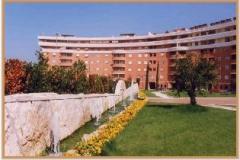 Aprile 1999: le fontane della piazza di Via Crustumerium.