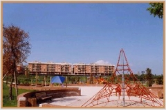 Aprile 1999: parco giochi.